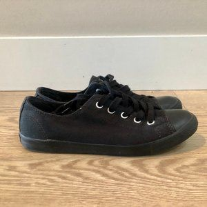Converse all black low